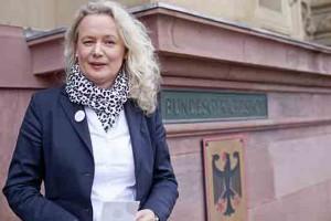 Portrait Claudia Bruegge, BGH Urteilsverkuendung i.S. Samenspende